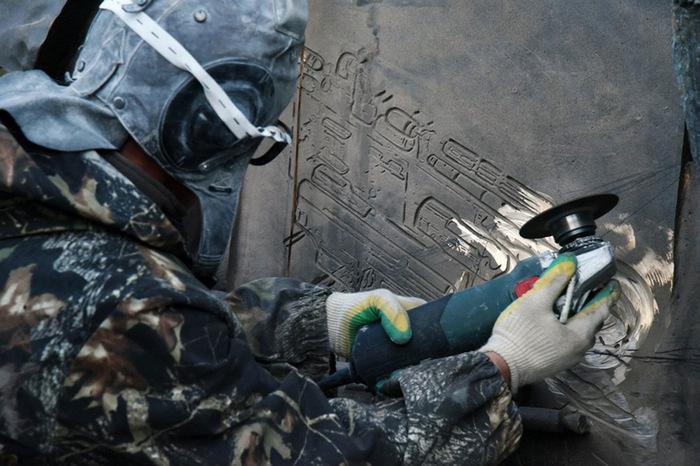 Схему немецкого автомата спилили с памятника Калашникову при помощи болгарки Памятник, Калашников, Ошибка, Скульптор, Stg-44