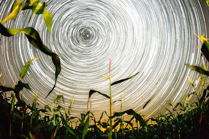 Звездные треки вокруг полярной звезды Звездные треки, Ночь, Длинная выдержка, Млечный путь, Полярная звезда, Гифка, Фотография