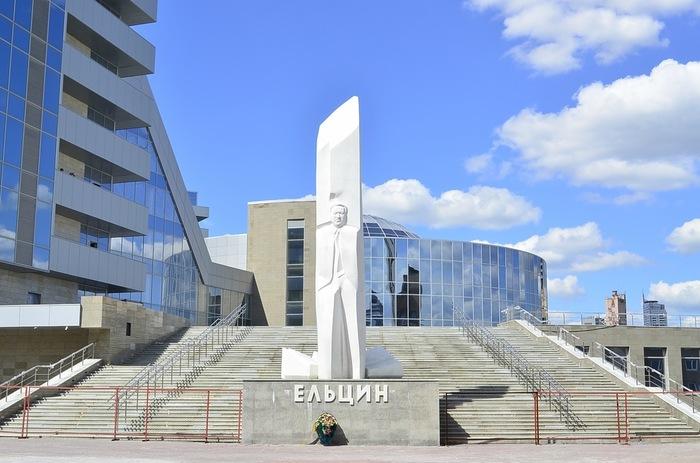 Вороны обстреляли камнями Ельцин-центр Ворона, Ельцин-Центр, Атака, Привет бакланам