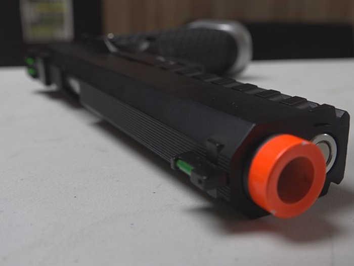 Полиция США призывает не удалять оранжевые колпачки с пневматического оружия. США, Оружие, Полиция, Техника безопасности, Видео