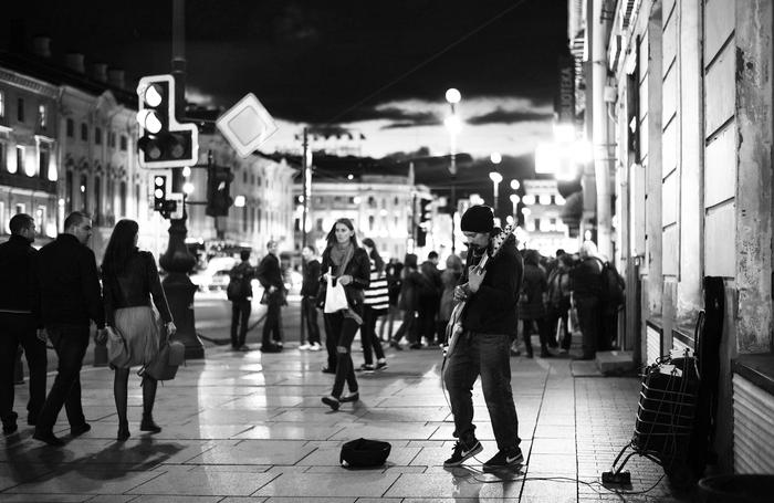 Уличный музыкант Василий Чернов Санкт-Петербург, Фотография, Музыкант, Бас-Гитара, Вечер, Невский проспект, Видео