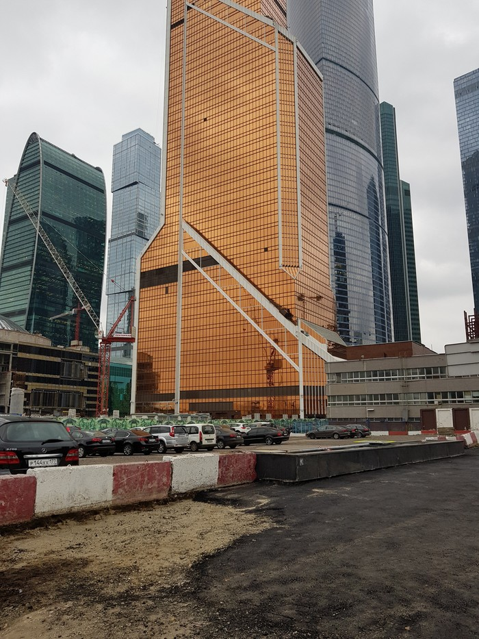 Как кладут асфальт в Москва Сити Москва-Сити, Москва, Российские дороги, Воруют лопатами, Асфальт, Длиннопост