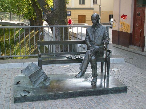Эконом памятник Волна в камне Суровикино Цоколь из габбро-диабаза Зеленоградск