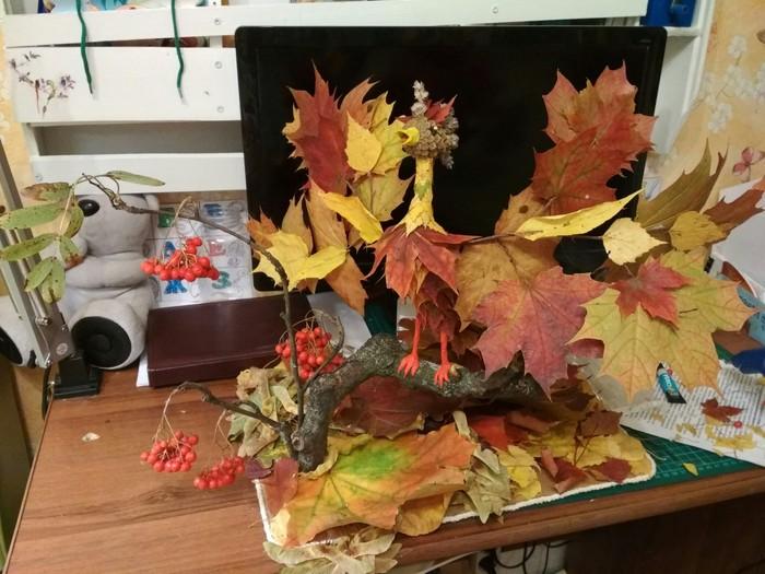 Осенняя поделка в детский сад. Поделки, Осень, Шишки, Детский сад, Своими руками, Опавшие листья, Осенние листья, Рябина, Длиннопост