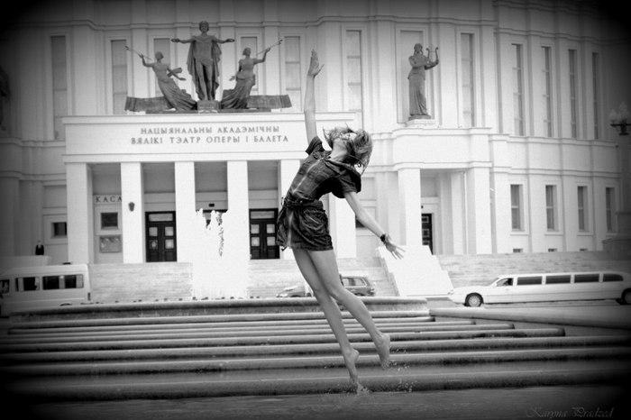 Девушка в фонтане