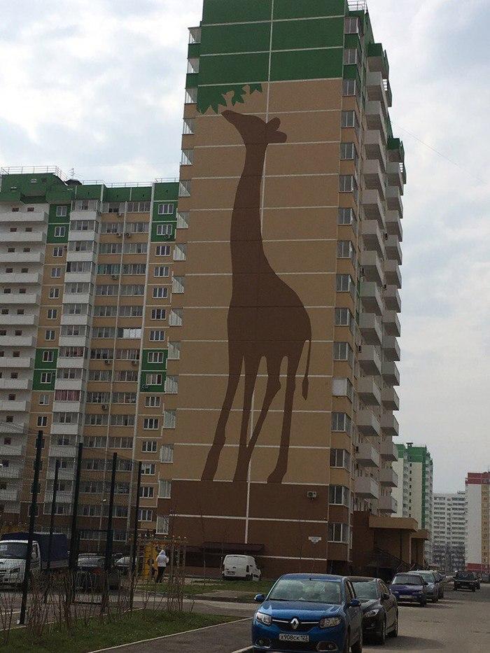 Чтобы люди не блуждали вокруг одинаковых домов, их начали идентифицировать ..... я живу в Жирафе!