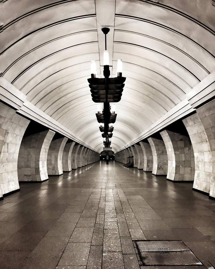 Утренняя роскошь - метро без людей. Снято на iPhone 6