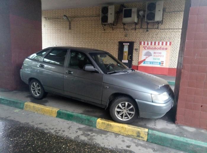 Когда во дворе проблема с парковочными местами. парковка, Москва, Россия, авто, компактность