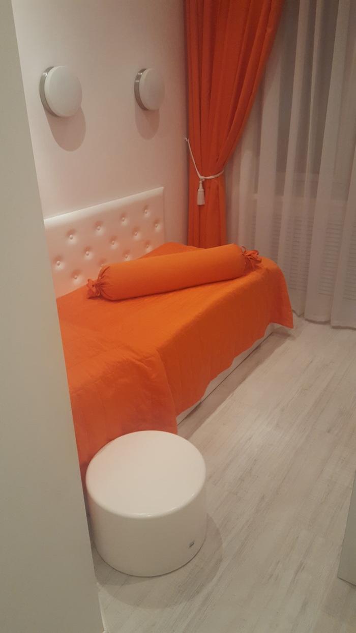 Заселился в гостиницу Гостиница, Оранжевый