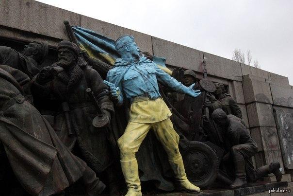 У Болгарії подаровану Росією ялинку прикрасили корабликами з вимогою звільнити українських моряків - Цензор.НЕТ 3702