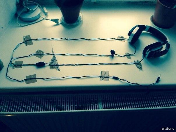 От закручивания кабеля наушников