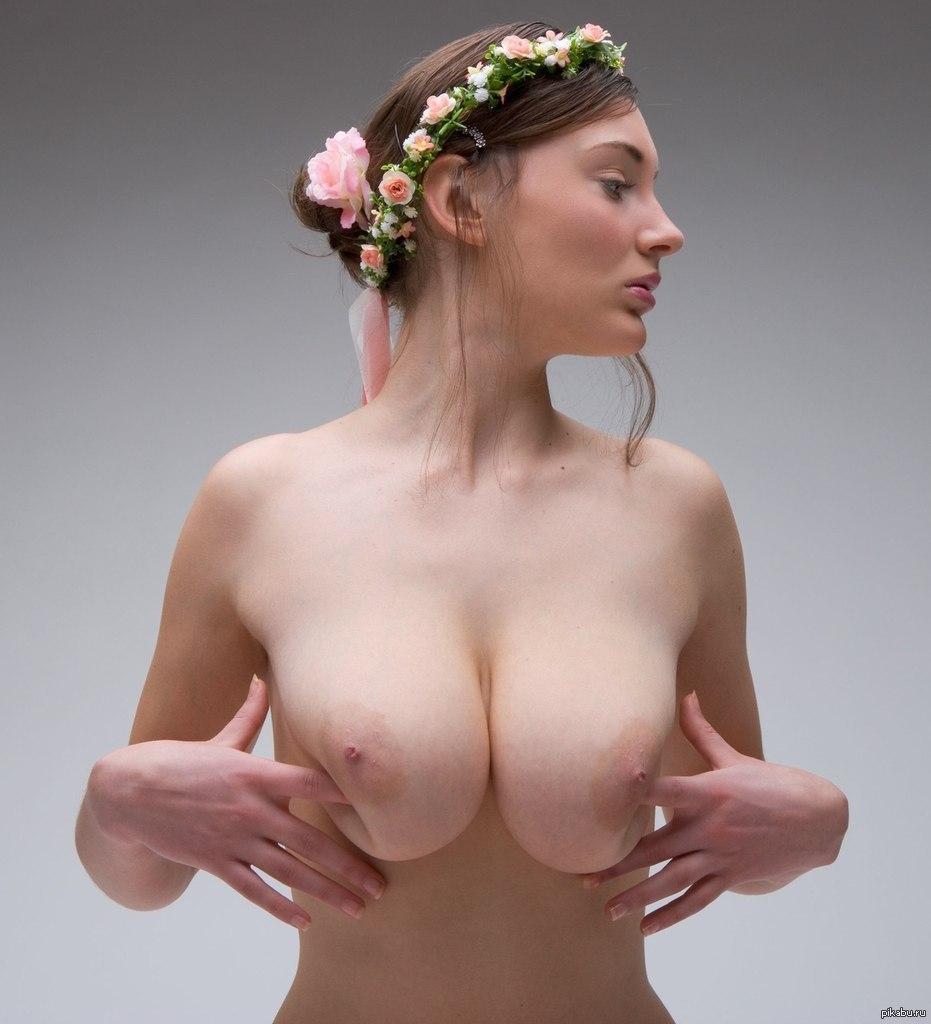 siski-u-ukrainki-video-oralnie-foto-stole