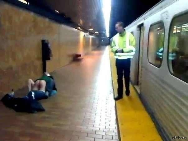 Порно в метро или в поезде