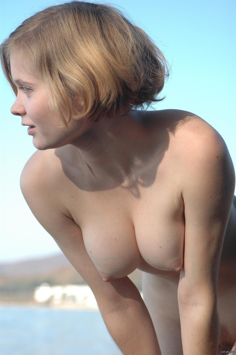голая женская грудь девушки в наклоне представить суд