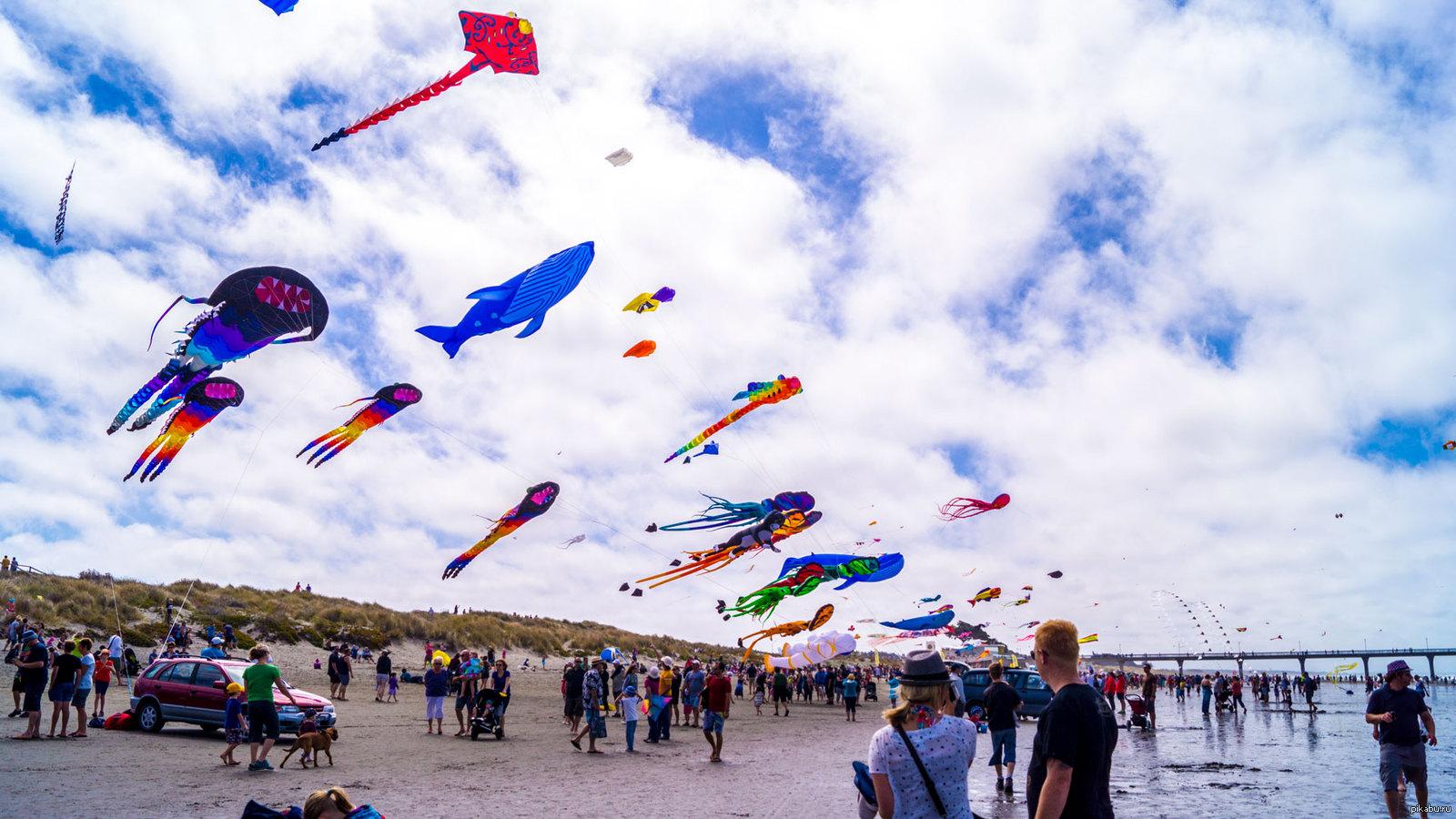 картинка фестиваль воздушных змеев летней