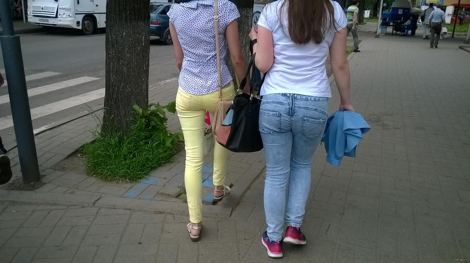 Девушка без трусов в джинсах, русские бляди в туалете