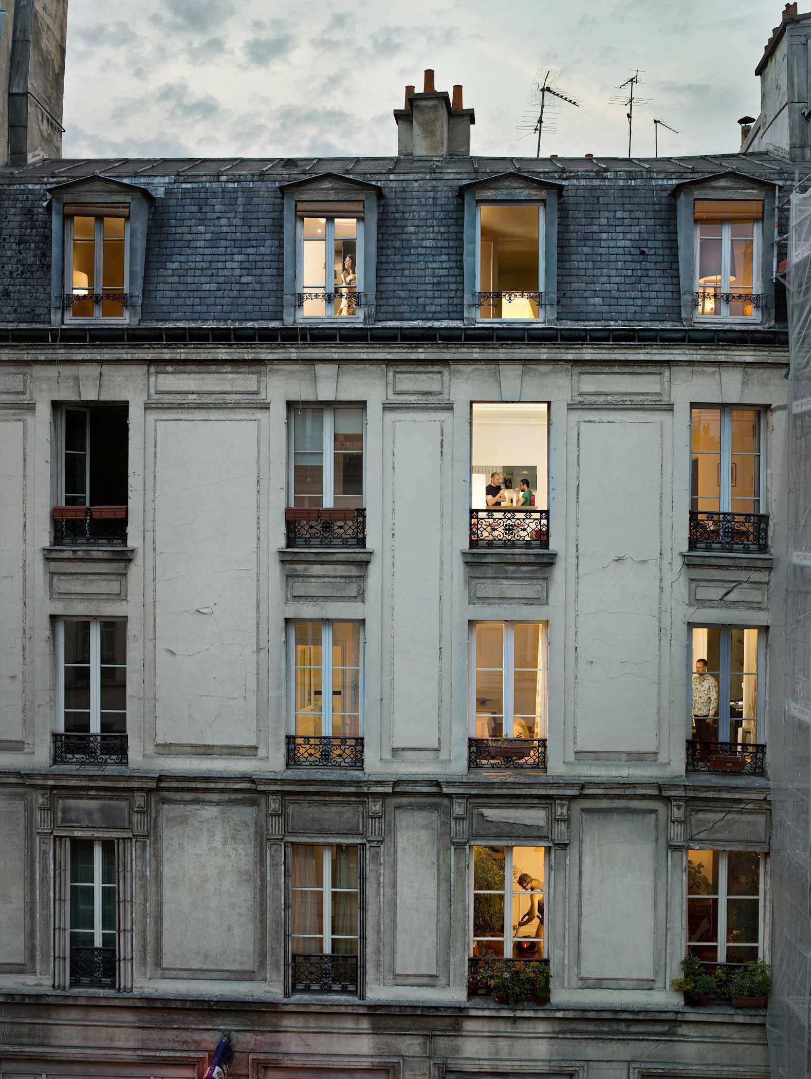 И смоттеть в чужие окна
