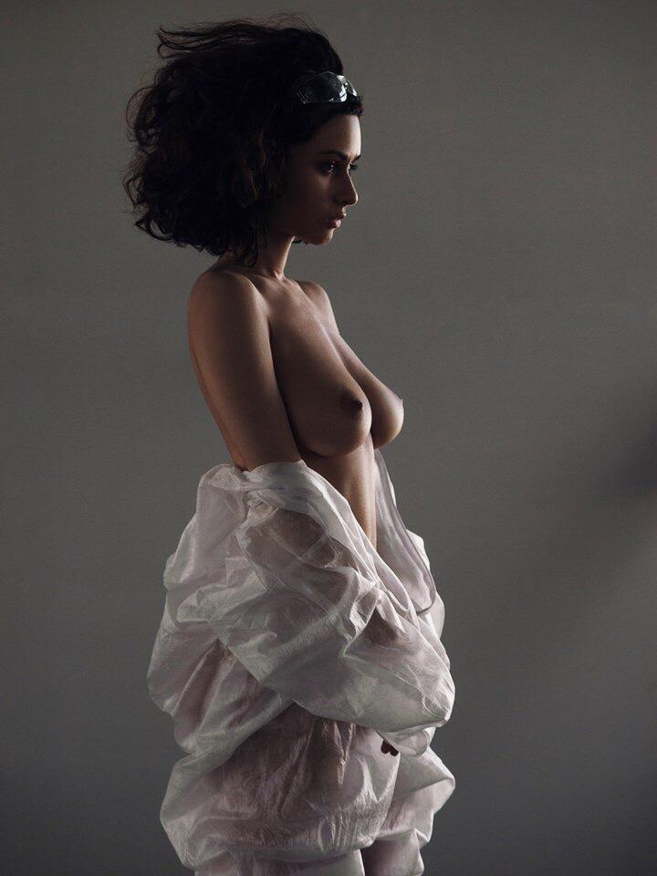 Елена Лядова В Купальнике – Плен Страсти (2010)