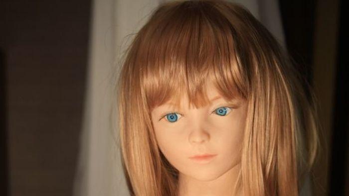 Трахается с обычной куклой #3