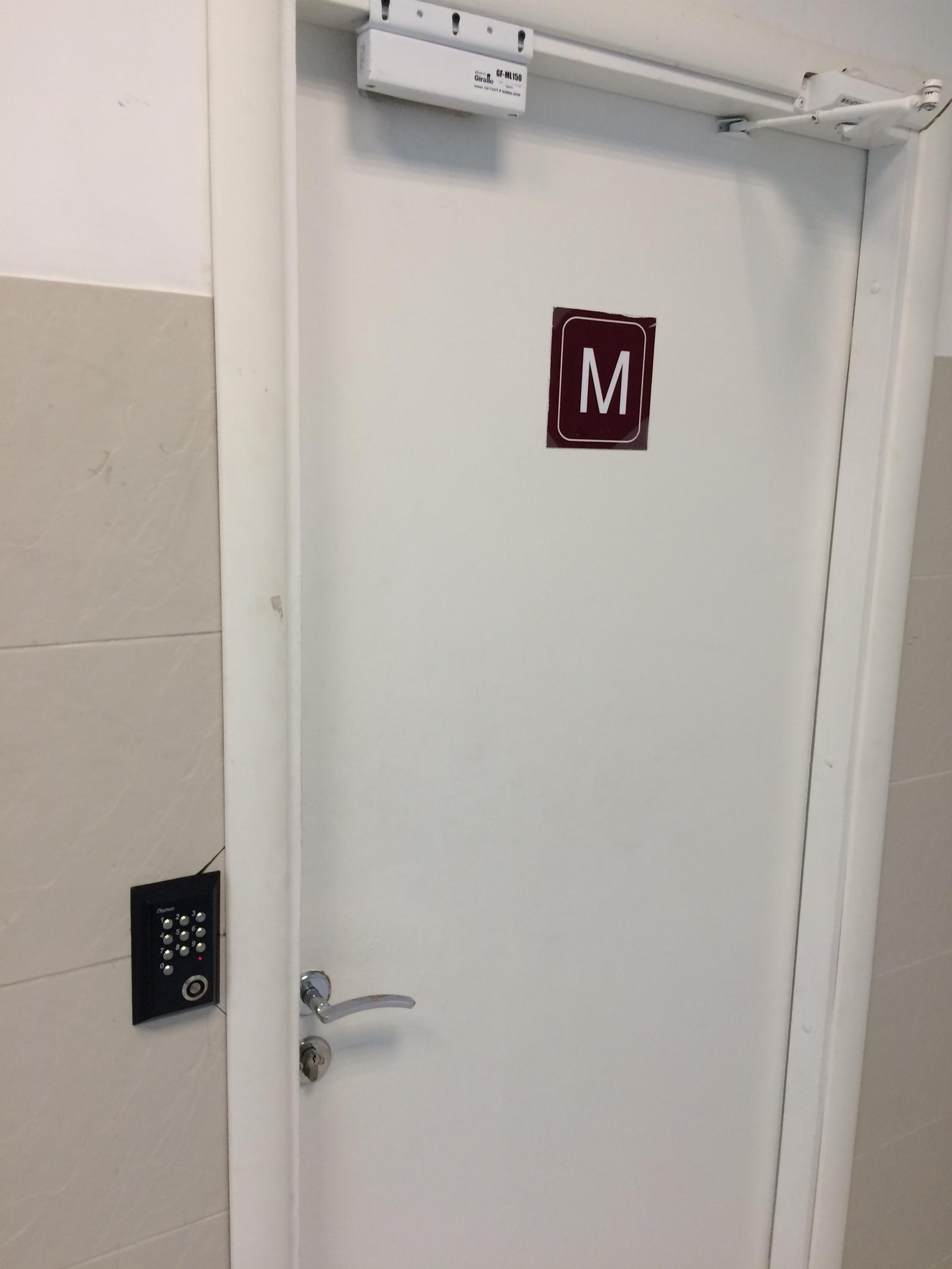 Камера в туалете русского колледжа